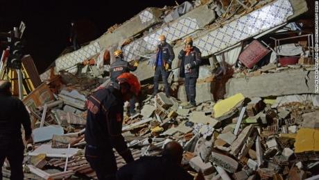 Echipele de salvare au reușit să scoată 45 de persoane de sub dărâmături, în urma seismului din Turcia: Bilanțul deceselor a ajuns la 35