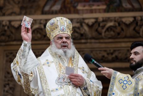 Patriarhul Daniel îndemnă să ne rugăm pentru cei bolnavi