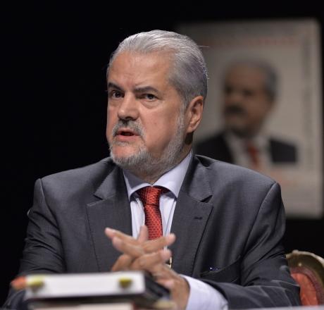 Adrian Năstase îi aminteşte lui Klaus Iohannis că a semnat protocol cu 'ciuma roşie' - Ce prevedea acordul PSD-FDGR din 2002-2004