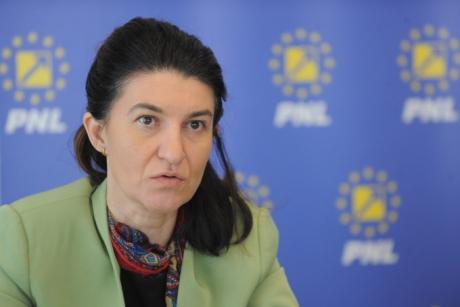 Violeta Alexandru, şefa PNL Bucureşti, după ce a fost luată cu asalt de postacii USR-PLUS: 'Prea mult hate, din ură nu are cum să se nască nici încredere'