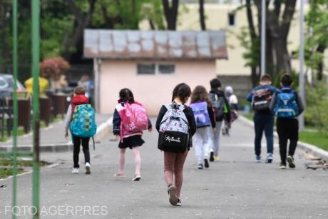 COVID 19 a făcut PRĂPĂD în școli: peste 21.000 de elevi și profesori sunt infectați